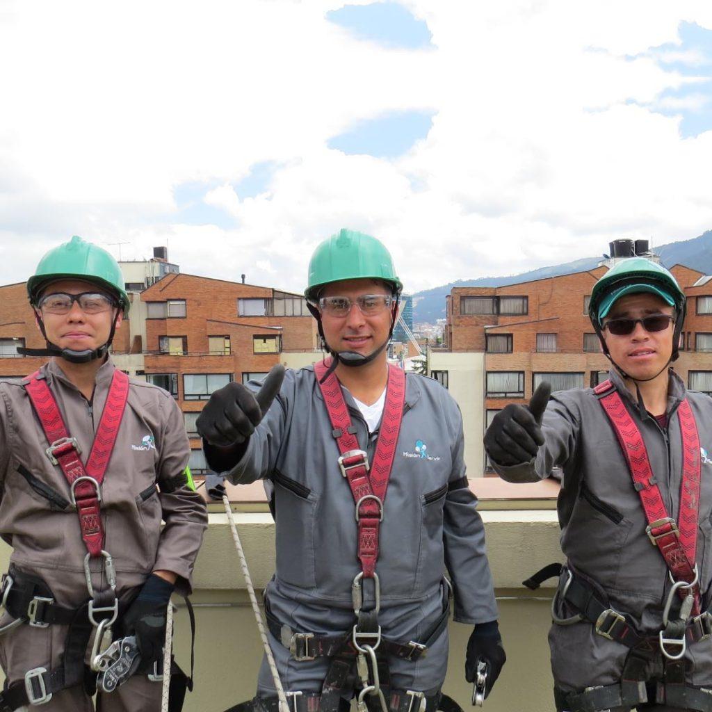 Prevenir riesgos con el servicio de aseo corporativo - Misión Servir