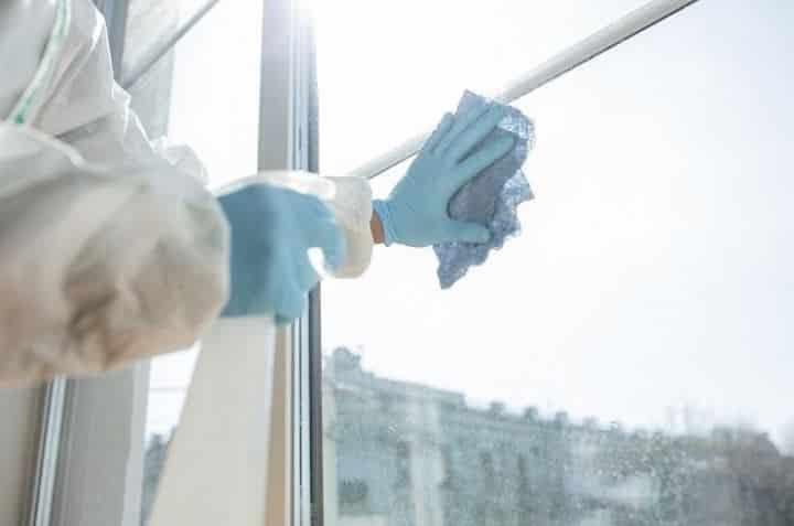 Servicios profesionales de limpieza adecuan protocolos