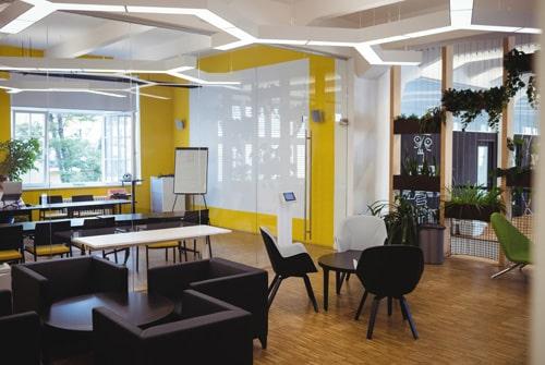 Mantener aseo y limpieza en edificio de oficinas
